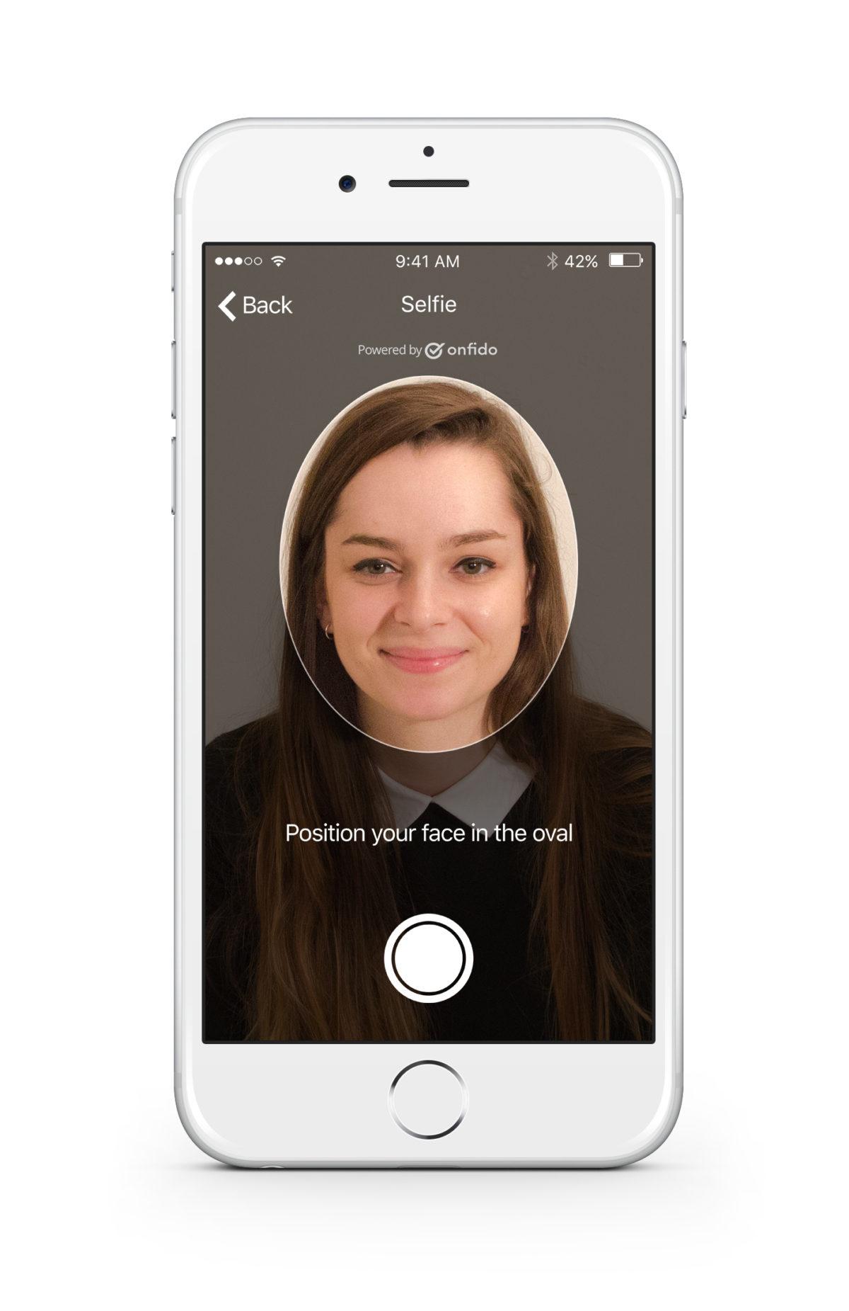 Onfido Mobile Selfie (Copyright Onfido)