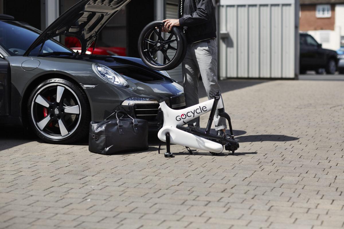 Gocycle G3 mit Sportwagen