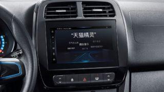 Ein Cockpit mit integriertem Tmall Genie Auto.
