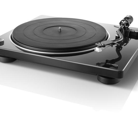 Denon präsentiert DP-400 und DP-450USB – Hochwertige Plattenspieler für audiophile und designbewußte Vinyl-Liebhaber