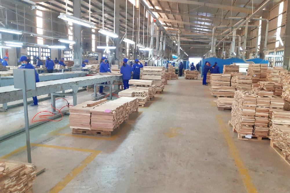 ecoligo stattet Holzfabrik von IKEA Zulieferer mit Solaranlage aus