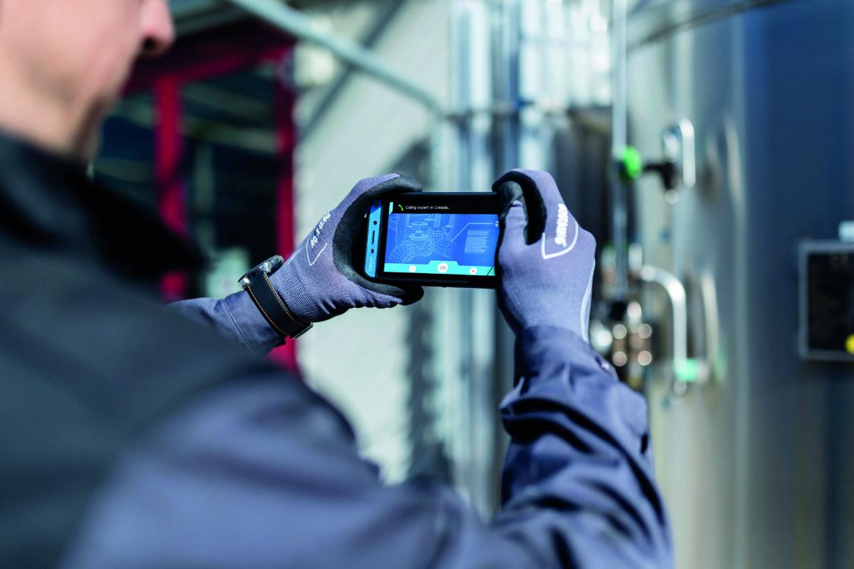 """Mit einem großen 12,7 cm (5"""") Display und leistungsstarken Features, guter Ergonomie und einem optimierten Zubehörkonzept ist das komplett neu entwickelte Smart-Ex® 02 das fortschrittlichste explosionsgeschützte Smartphone für die Zone 1/21 und Div. 1 (CR: ecom)"""