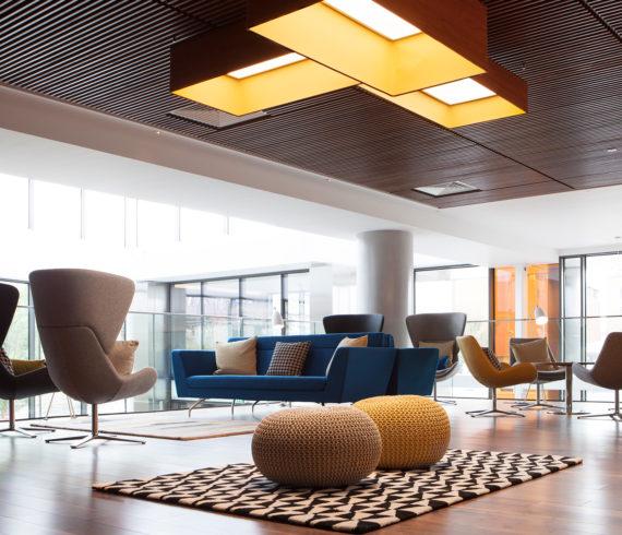 Steelcase erwirbt Orangebox, einen britischen Hersteller von alternativen Möbeln und Arbeitsumgebungen für das Büro im Wandel